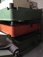 Cutting press  ..  .   Used - Second Hand Textile Machinery