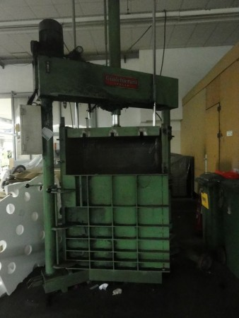 Bales press for flock GUALCHIERANI . - Second Hand Textile Machinery 1991/1995