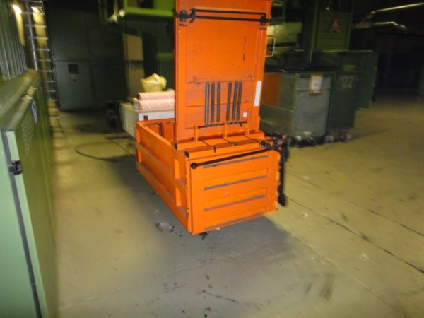 Horizontal bale press for flock or waste HSM . - Second Hand Textile Machinery