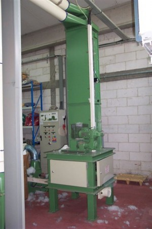 LAROCHE CUSHIONS AND PILLOW STUFFING . - Second Hand Textile Machinery
